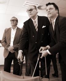 UKSH Stiftung: Dr. Fritz Süverkrüp und Joachim Schlüter erhalten eine Einführung in die  3D-Bildgebung.